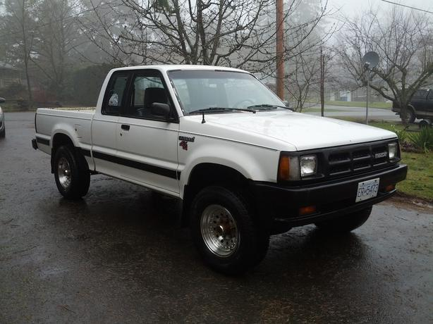 1993 Mazda B2600i 4x4 Extended Cab 5 Speed Outside