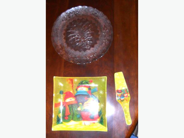 2 Glass Serving Trays with Christmas Motifs