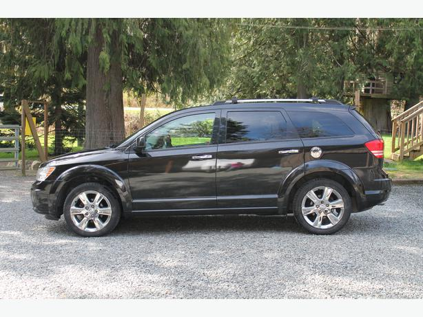 2009 dodge journey rt all wheel drive loaded with leather and two tv 39 s duncan cowichan. Black Bedroom Furniture Sets. Home Design Ideas