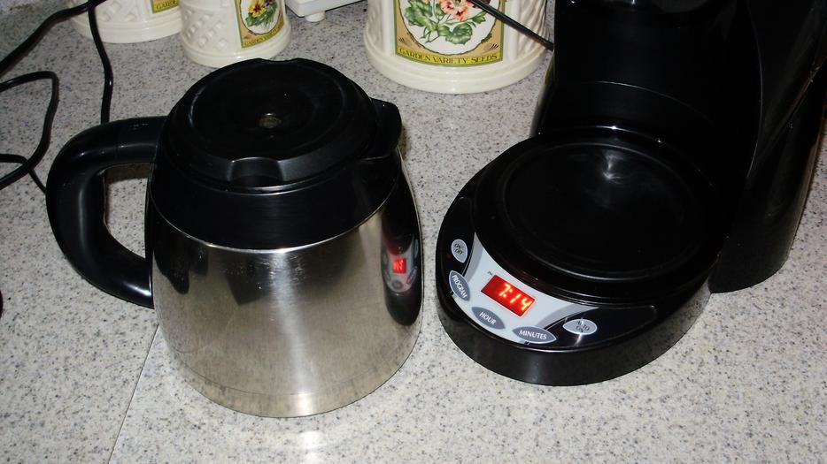 Black And Decker Coffee Maker Spring : BLACK & DECKER SMARTBREW COFFEE MAKER WITH AUTO TIMER West Carleton, Ottawa