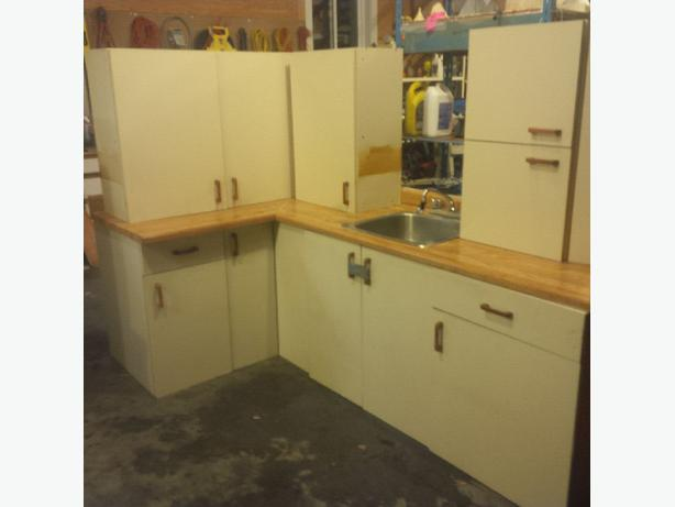 Kitchen cabinets perfect for basement suite central for Kitchen cabinets victoria