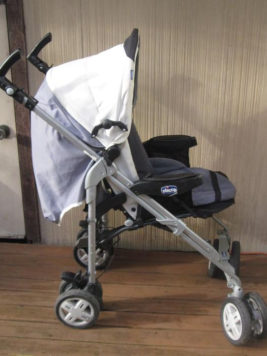 awesome trio chicco stroller set reduced saanich victoria mobile. Black Bedroom Furniture Sets. Home Design Ideas