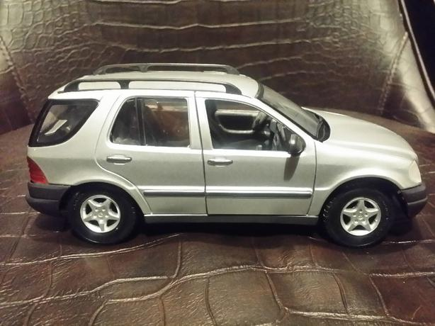 1999 1 24 Scale Mercedes Benz Ml 320 Suv Silver Die Cast