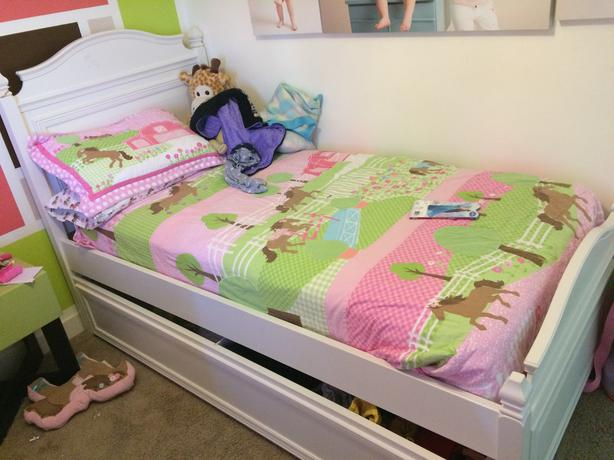 Twin Sized Trundle Bed In Great Go Dation With A Few Minor Scratches