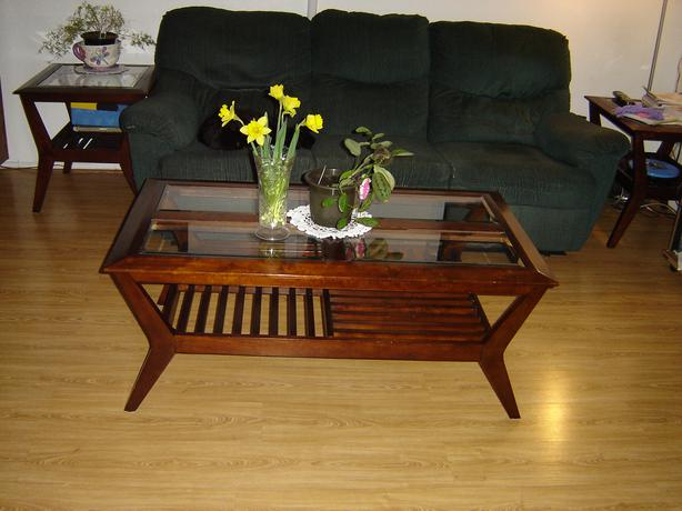 Beautifull coffee and end tables parksville parksville for Coffee tables 24 high