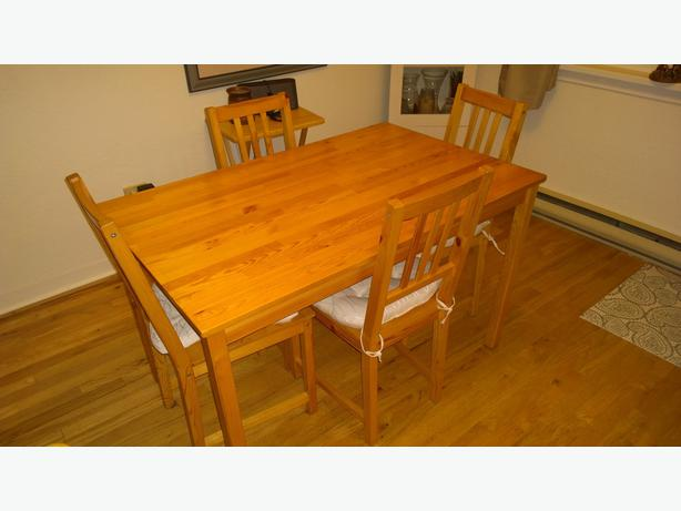 Dining room table with 4 chairs victoria city victoria for Dining room tables victoria