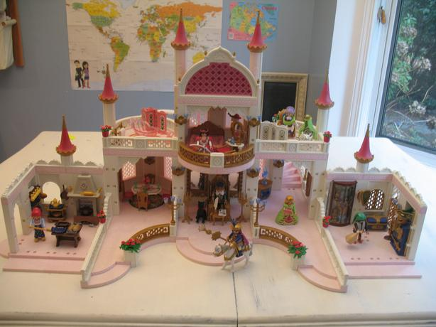Playmobil magic castle with 6 additional sets included for Chateau playmobil princesse 4250