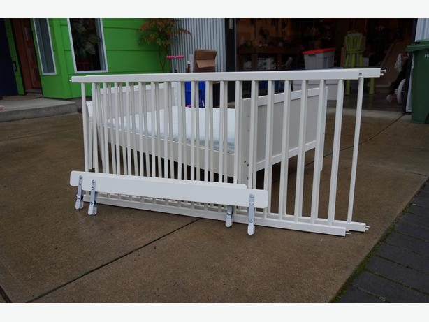 ikea sundvik baby crib toddler bed north saanich sidney victoria. Black Bedroom Furniture Sets. Home Design Ideas