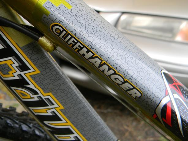 """Triumph """"Cliff hanger"""