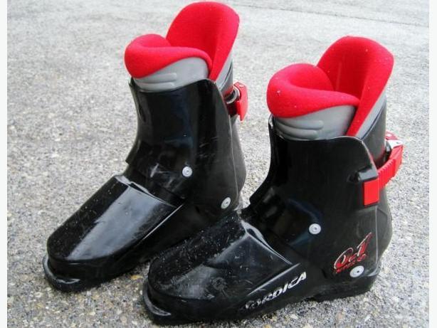 Ski Boots ~ Youth 25 Mondo
