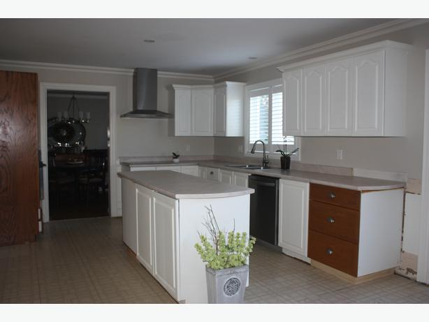 Complete kitchen cabinets white fs stittsville ottawa for Complete kitchen cupboards