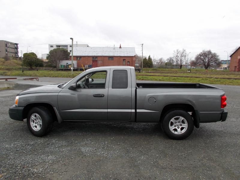 must sell asap 2005 dodge dakota club cab automatic low k west shore langford colwood. Black Bedroom Furniture Sets. Home Design Ideas