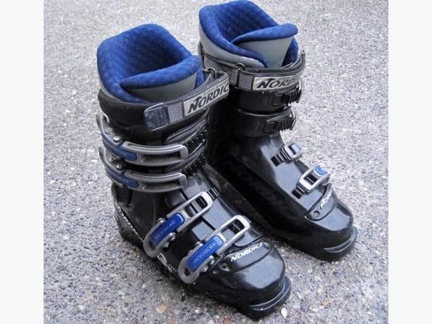 Ladies Ski Boots ~ Nordica GP04 (size 7.5 US)
