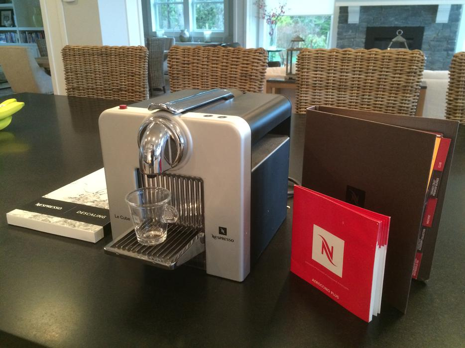 le cube nespresso machine north saanich sidney victoria. Black Bedroom Furniture Sets. Home Design Ideas