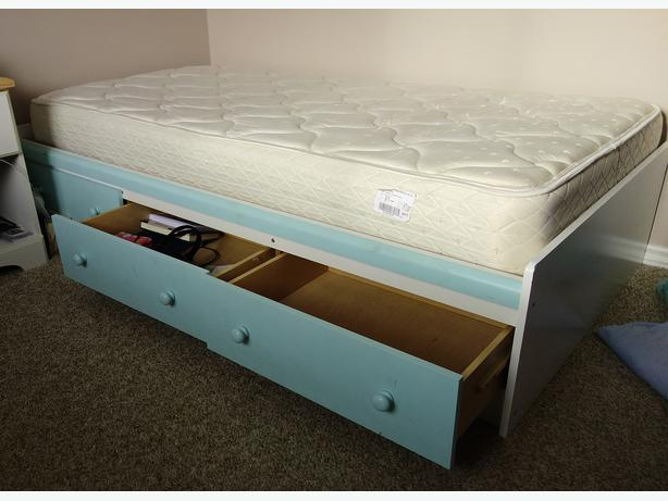 Twin mattress bedframe storage south nanaimo nanaimo for Used bed frame with storage