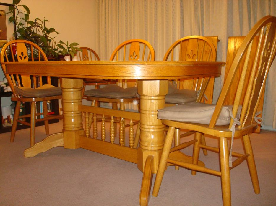 Extending dining room table victoria city victoria for Dining room tables victoria