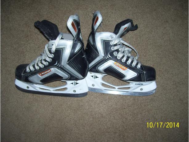 Easton hockey skates Size 4 EXCELLENT