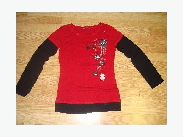 Like New Red and Black Long Shirt Size M! $2