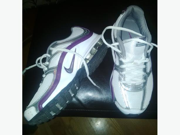 Size 6 - Ladies Nike Runner's (Brand New)
