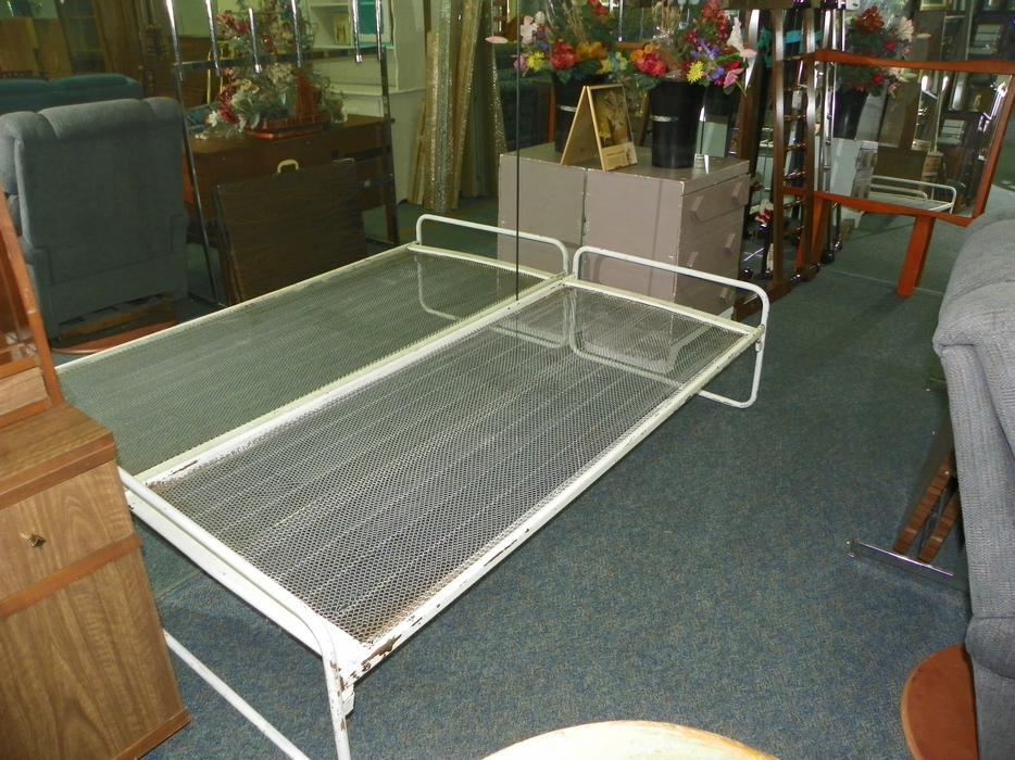 West Coast Resale Used Furniture Store Central Nanaimo Parksville Qualicum Beach
