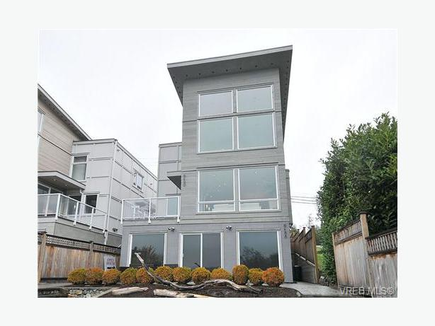 Sooke 3 bed rm den upper 2 floors duplex sooke victoria - What is duplex house concept ...