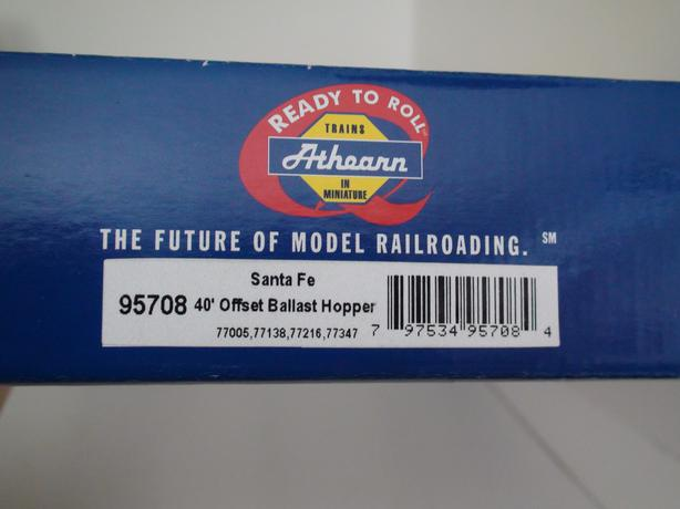 HO Athearn 40 foot offset ballast hoppers with removable loads