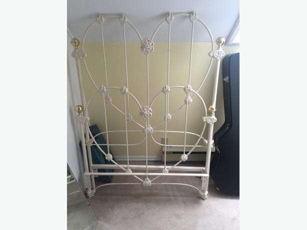 White Metal Bed Frame Twin Size Victoria City Victoria