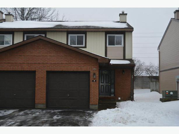 Available immediately 3 bedroom townhouse in kanata for rent kanata ottawa Master bedroom for rent guelph