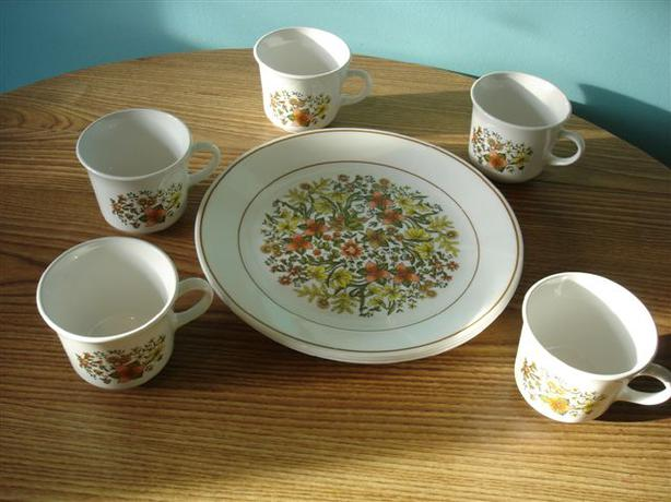 Vintage Corelle Dinner Plates and Cups Indian Summer Pattern