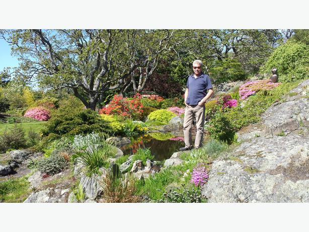 Experienced landscape gardner oak bay victoria for Gardner landscaping