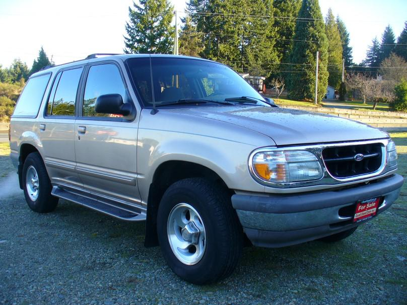1996 ford explorer xlt 4x4 4 0l v6 outside comox valley. Black Bedroom Furniture Sets. Home Design Ideas