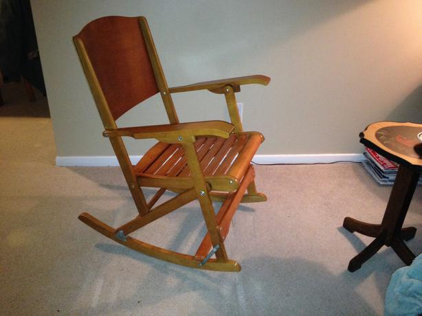 Antique canadian made folding rocking chair clements 218 for Clement boisvert meuble trois rivieres