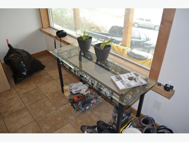 Glass console sofa table central nanaimo parksville for Sofa central table