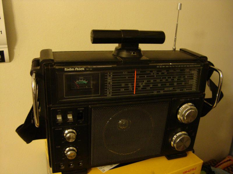 The Wave Nanaimo >> Vintage Radio Shack portable short wave multiband receiver Nepean, Ottawa - MOBILE