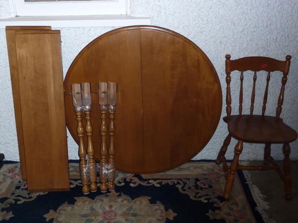Dining table solid wood 2 leaves 4 chairs saanich victoria for Solid wood round dining table with leaf
