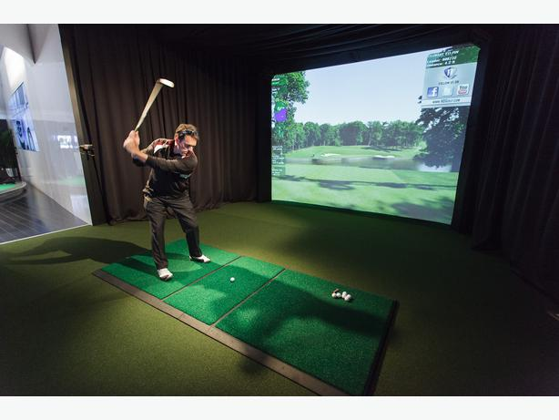 Indoor Golf at Pine View Golf Course
