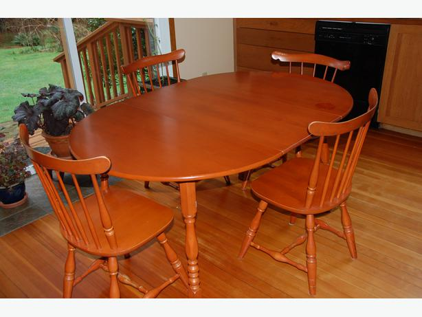 vilas solid maple dining table and chairs quadra island courtenay comox mobile. Black Bedroom Furniture Sets. Home Design Ideas