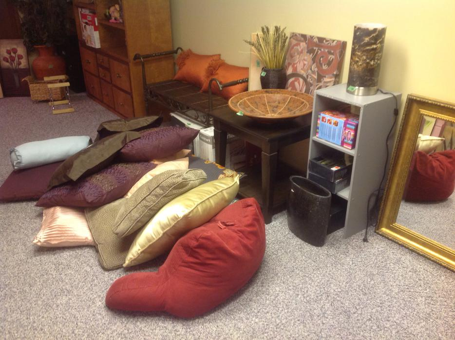 Huge Indoor Sale Today Only 4pm To 7pm Furniture And Home Decor North Regina Regina Mobile