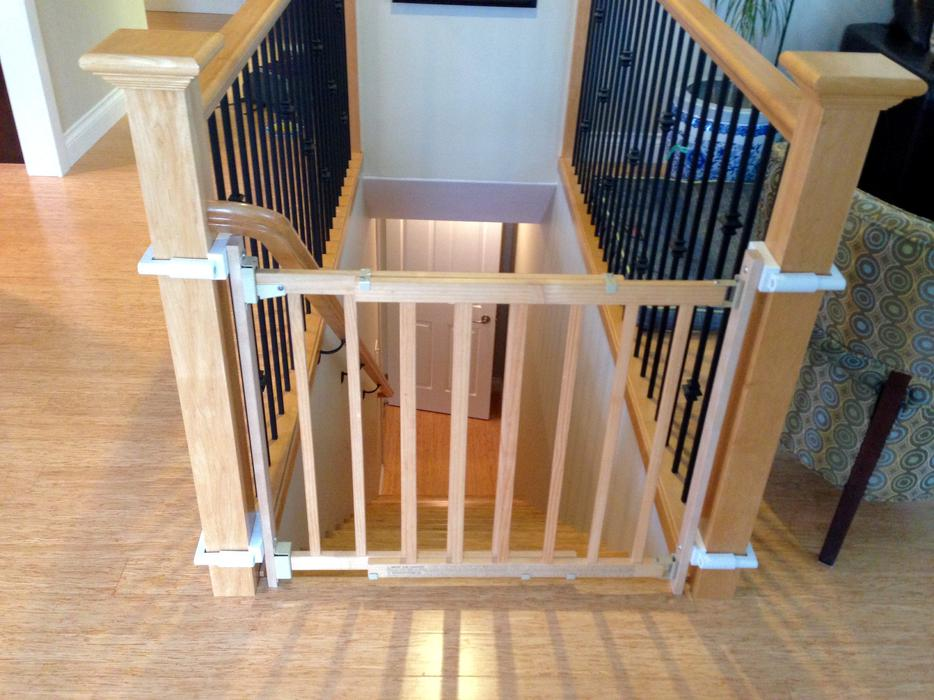 Baby Gate Amp 2 Brackets For Square Stairway Posts North