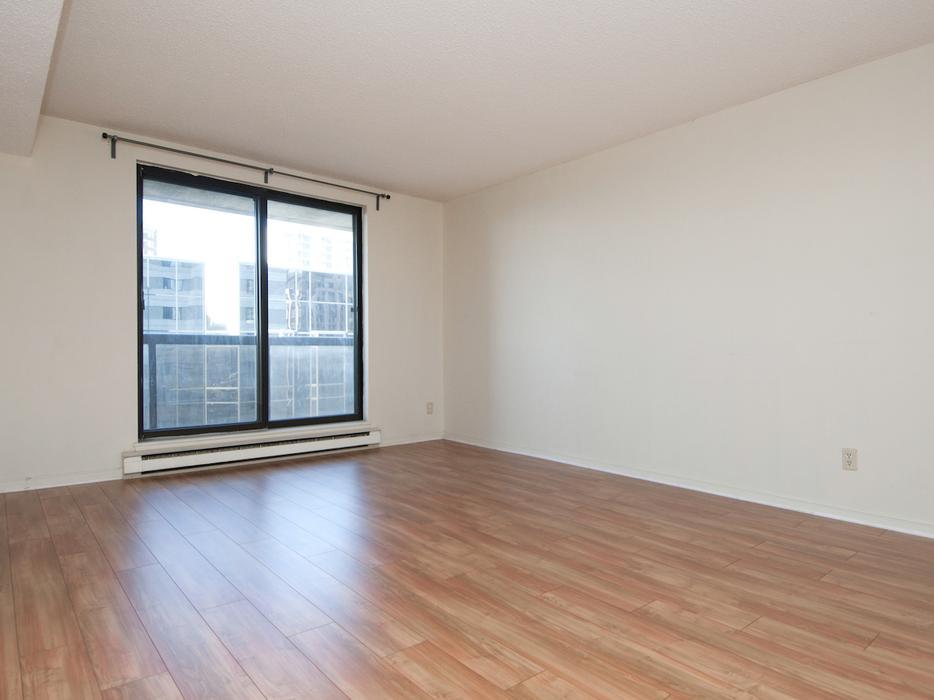 Beautiful downtown condo 18th floor 2 bedrooms parking for 100 floors 18th floor