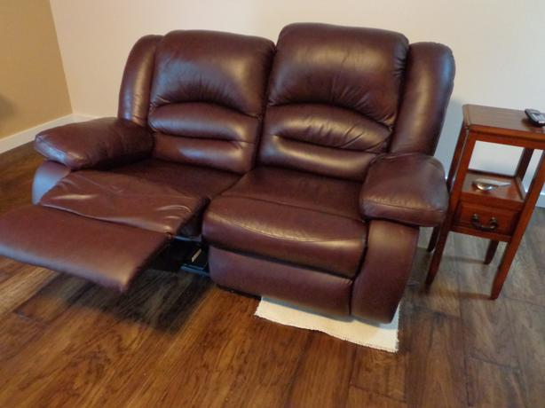 Leather Reclining Couch And Loveseat Campbell River Comox Valley Mobile