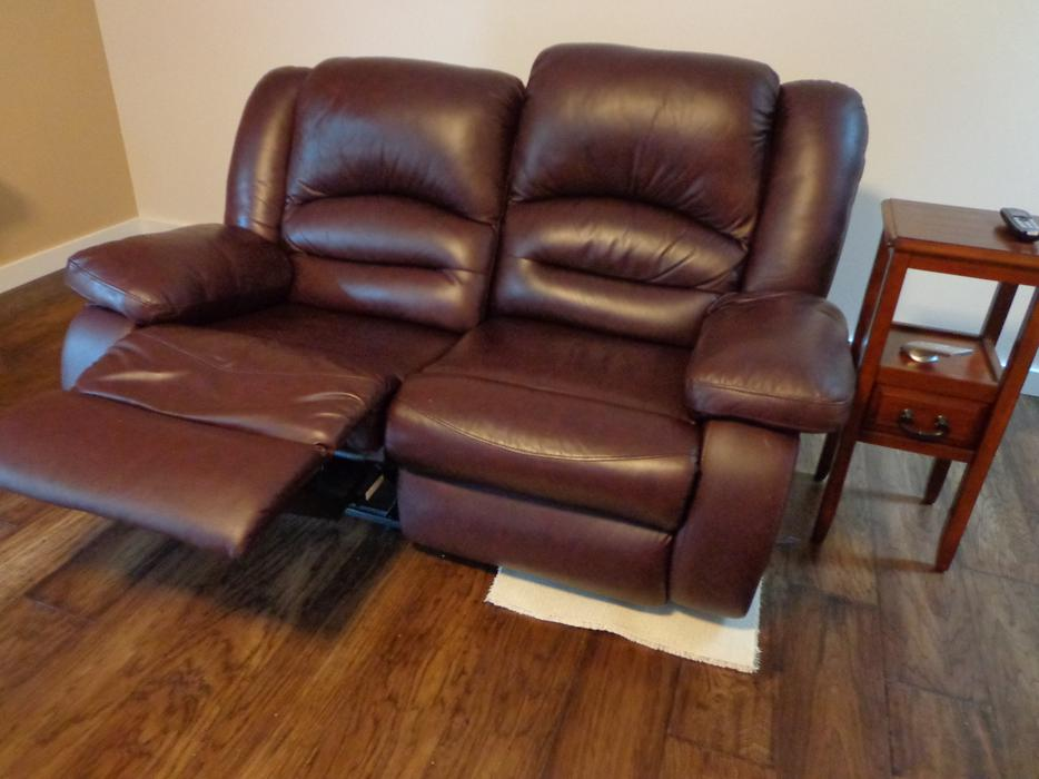 Leather Reclining Couch And Loveseat Campbell River Courtenay Comox
