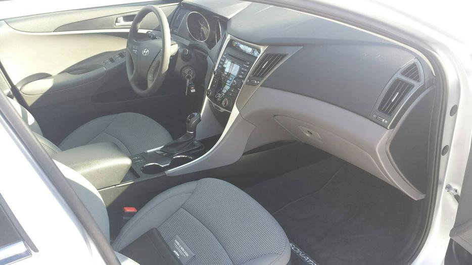 2013 hyundai sonata low low kms only 3300kms osgoode ottawa mobile. Black Bedroom Furniture Sets. Home Design Ideas