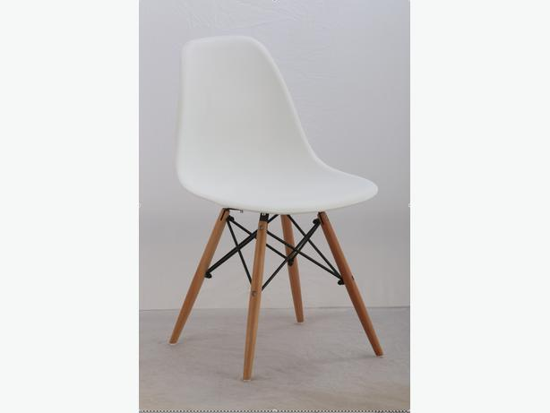 Chaise white eames style chairs vintage modern chaises for Chaise eames rose pale