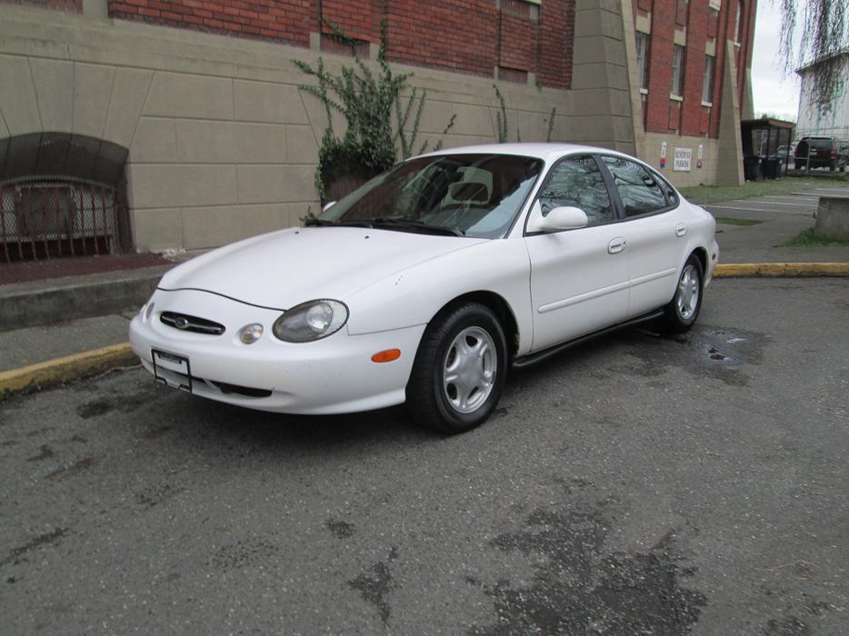 1998 ford taurus se on sale outside nanaimo nanaimo. Black Bedroom Furniture Sets. Home Design Ideas
