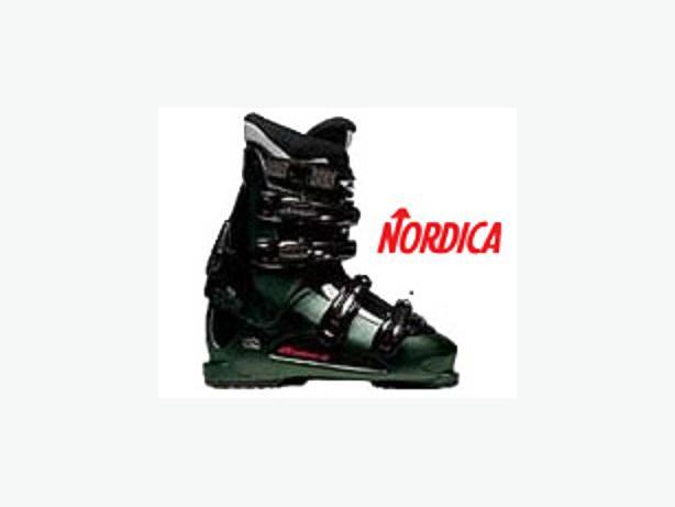 Women's Ski Boots ~ Nordica (size 7)