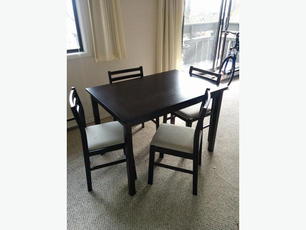 Small dining room table and chairs victoria city victoria for Dining room tables victoria