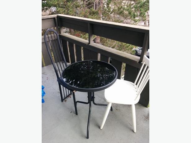 Black glass top patio table victoria city victoria for Outdoor furniture victoria bc
