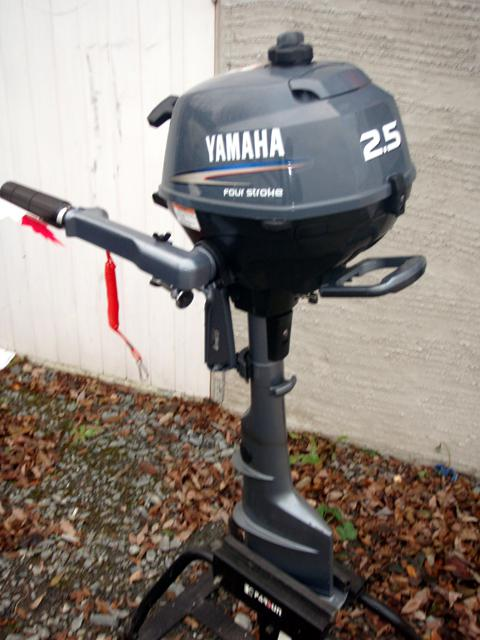 Yamaha 2 5 4 stroke long shaft 500 obo outside victoria for Yamaha 150 2 stroke fuel consumption