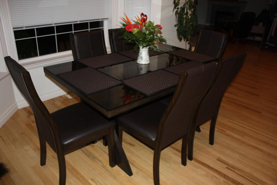Kitchen dining room table and 6 chairs saanich victoria for Dining room tables kelowna